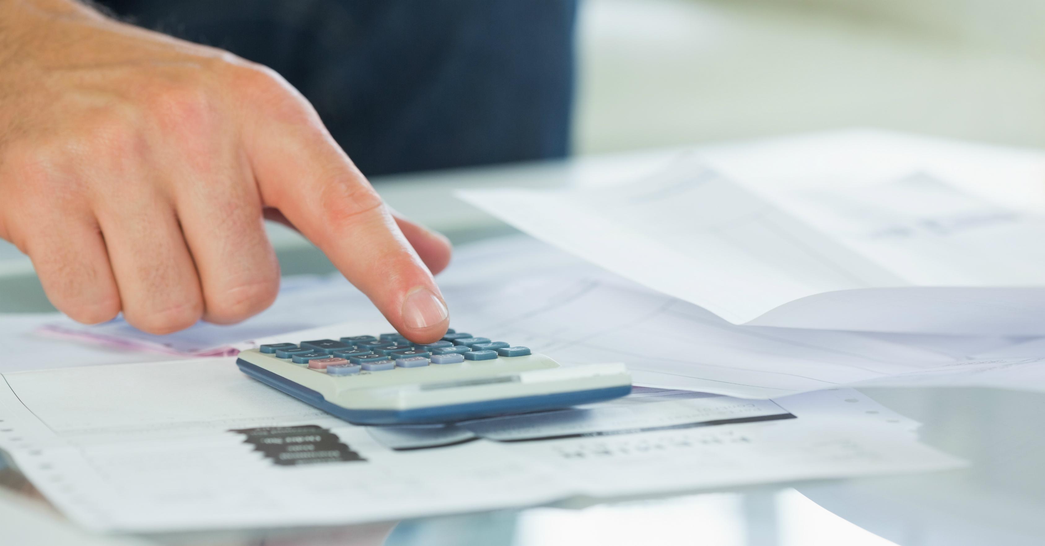 Faça as contas e evite problemas ao parcelar o cartão de crédito