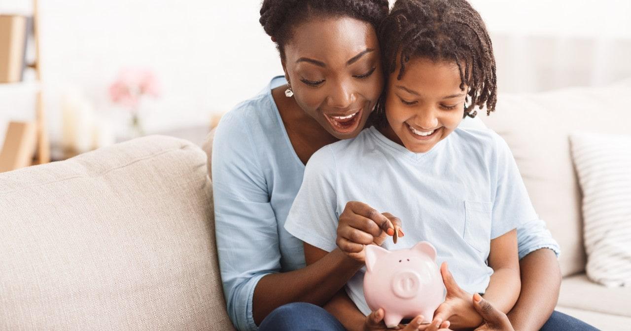 Veja o melhor momento de falar sobre educação financeira para crianças
