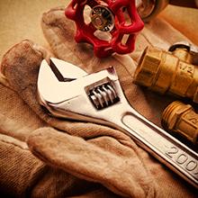 chave de fenda, luva e ferramentas