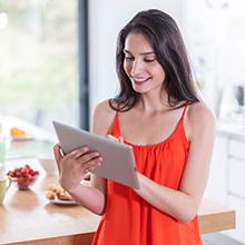 mulher usando o tablet
